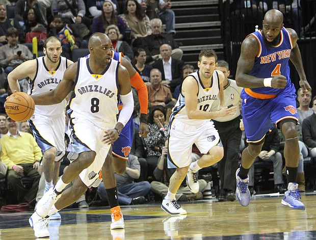 Quincy Pondexter of the Grizzlies starts a fast break. (Photo: Warren Roseborough)