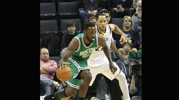Jeff Green is guarded by Tayshaun Prince during a Grizzlies-Celtics game at the FedExForum. (Photo: Warren Roseborough)