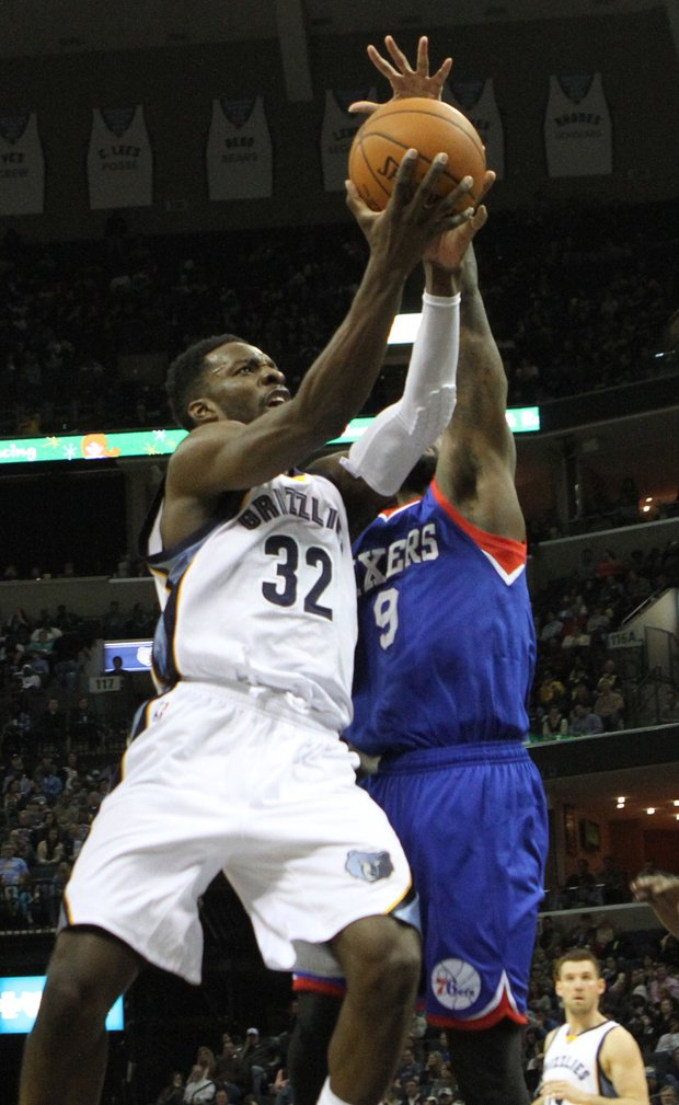 Jeff Green of the Grizzlies is intent upon scoring over Jakarr Sampson of the 76'ers. Green finished with 18 points as Memphis raced passed Philadelphia at the FedExForum on Saturday night. (Photo: Warren Roseborough)
