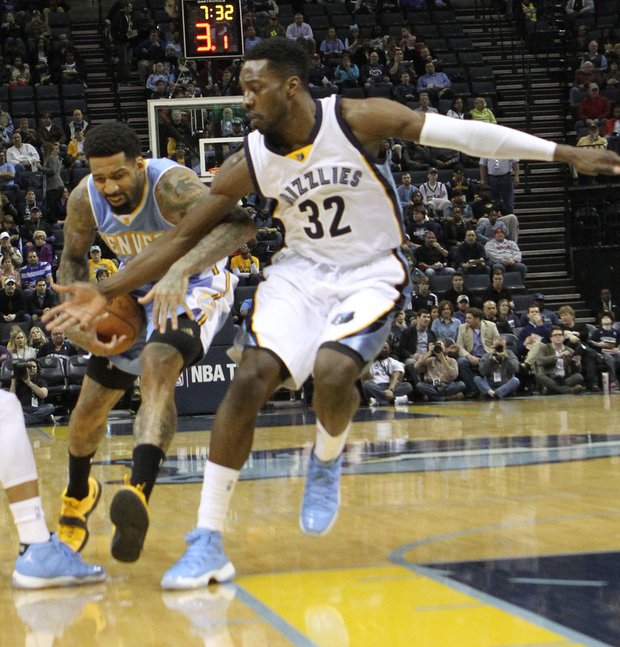 Jeff Green (right) of the Grizzlies tries to steal the ball from Wilson Chandler of Denver. (Photo: Warren Roseborough)