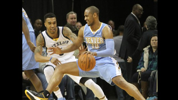 Courtney Lee of the Grizzlies (left) plays tough defense on Arron Afflalo of Denver. (Photo: Warren Roseborough)