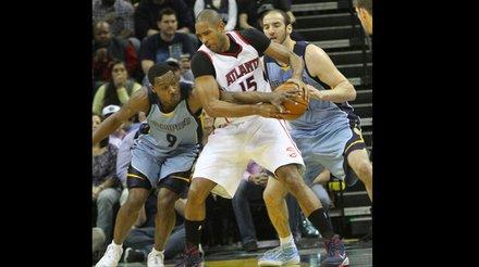 Tony Allen of the Grizzlies (left) steals the ball from Al Horford of Atlanta. (Photo: Warren Roseborough)