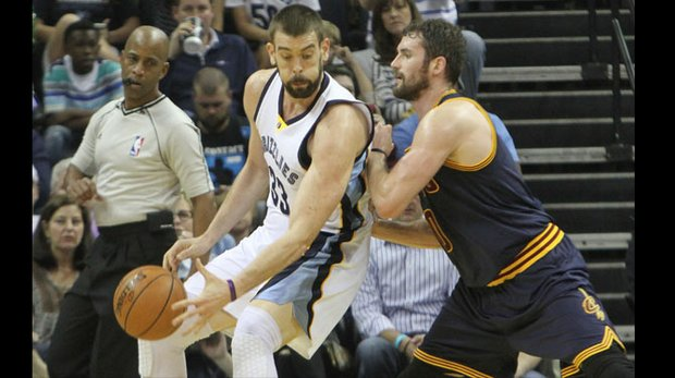 Marc Gasol, who paced the Grizzlies with 18 points, sizes up Kevin Love. (Photos: Warren Roseborough)