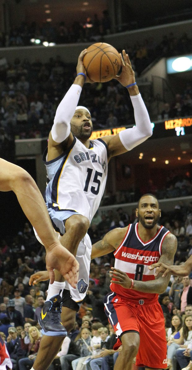 Memphis' Vince Carter drives to the basket and scores.