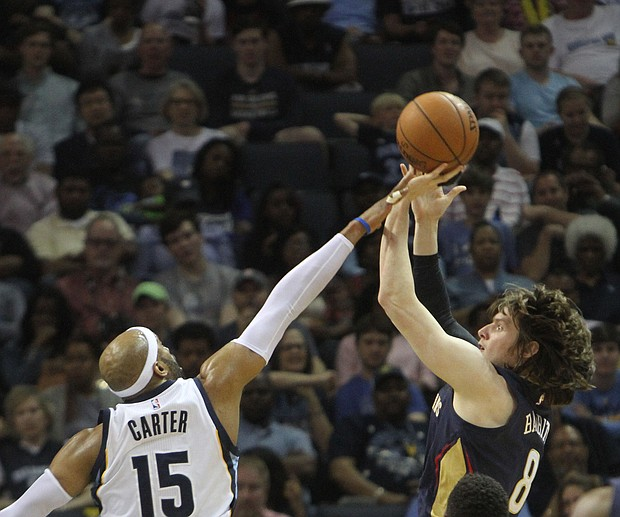 Vince Carter of the Grizzlies blocks the shot of Luke Babbitt of the Pelicans.