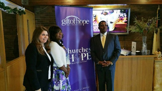 Raiza Mendoza, Manager of Hispanic Affairs for Gift of Hope Organ & Tissue Donor Network; Monica Fox, Advocate for Hope volunteer who is waiting for a Kidney transplant, with Mayor of Harvey, Eric Kellogg at First Pentecost Assemblies Intl. Church (Harvey, IL)
