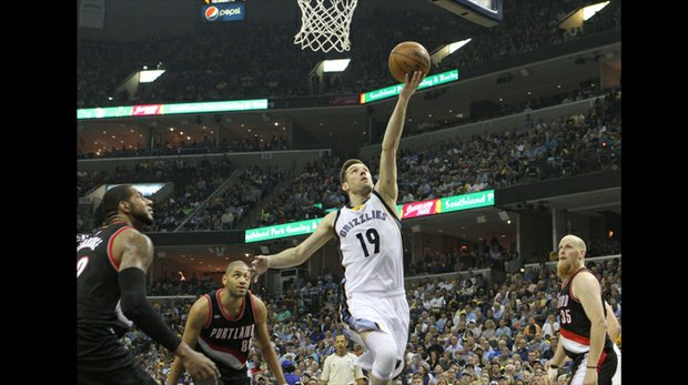 Beno Udrih of the Grizzlies, who scored a team-high 20 points, drops two amid a trio of Portland Trailblazers. (Photo: Warren Roseborough)