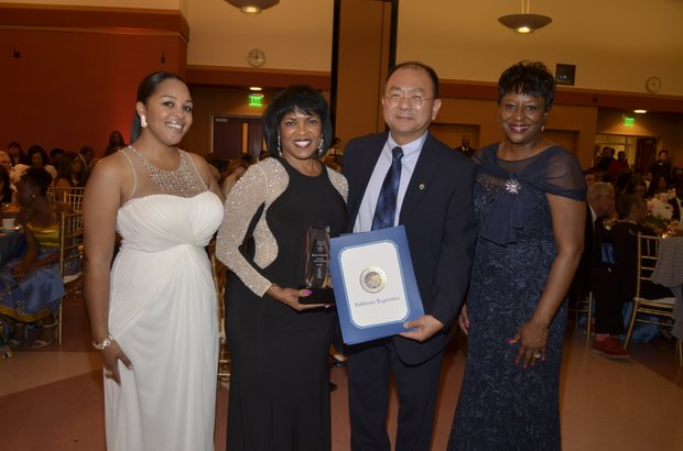 Ta Lese Morrow (IVN Co-Publisher), Patricia Nickols-Butler (Honoree), Sam Chan (Applied Computer Online Services) and Juanita Dawson (PAB Chairperson)