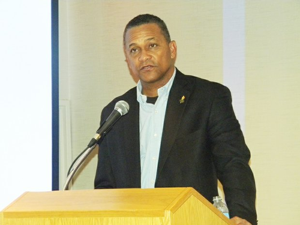 Former National Newspaper Publishers Association (NNPA) chairman Cloves Campbell, Jr., publisher, The Arizona Informant, presided over the voting process to elect his successor along with other new board members of NNPA's Association Board at the 2015 NNPA Annual National Convention