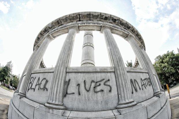 Jefferson Davis monument on Monument Avenue