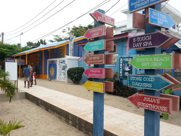 The main pedestrian-only drag in Placencia is a boardwalk dotted with jewelry huts, handcraft stores, clothing boutiques, restaurants and the like.