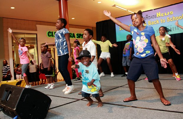 """During a break in the entertainment, kids took to the stage to dance to Silentó's pop hit, """"Watch Me (Whip/NaeNae)."""""""