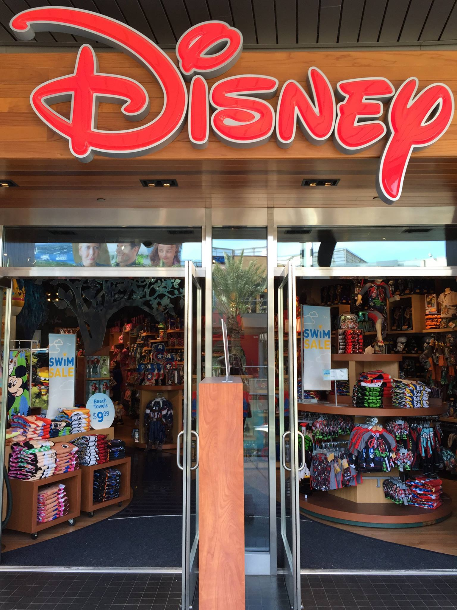 Disney Store Celebrates Grand Opening of New Location in ...  Disney Store Ce...