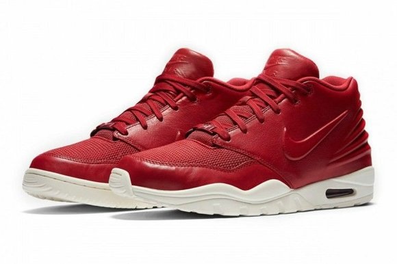Nike drops a sneaker that may or may not be a shot at Adidas' biggest signee of 2014.