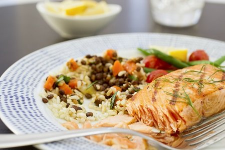 Advice to pregnant women to not overdo it on fish is getting an endorsement from new research.