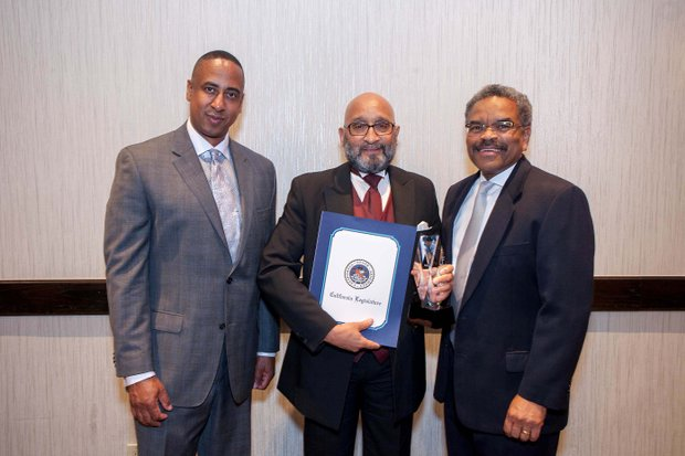 (L-R) Michael Lacy (PAB Chair); Dr. Lester Jones, Honoree, Executive Associate Dean of Academic Affairs (Western University of Health Sciences); Ron Bolding, CEO (Inter Valley Health Plan)