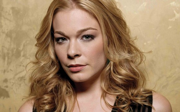 Country star LeAnn Rimes will perform at 8 p.m. tomorrow to begin the Palmdale Summer Concert Series at the Palmdale ...