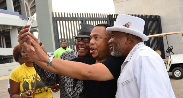 Right: Comedian Jammin' Jay LaMont takes a selfie with Memphis' Larry Dotson and James Alexander of The Bar-Kays. (Photo: Warren Roseborough)