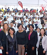 Baltimore Mayor Stephanie Rawlings-Blake, Baltimore City Comptroller Joan Pratt, Arlington Middle and Elementary School Principal Emily Hunter, representatives from Colgate Dr. Marsha Butler and Dawna Fields, Ravens Wide Receiver Steve Smith Sr. and Baltimore City Public Health Commissioner Dr. Leana Wen joined Arlington Elementary/middle School students to celebrate the 25th Anniversary of Colgate Bright Smiles Bright Futures Campaign.