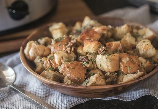 Slow Cooker Sausage Stuffing
