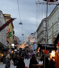The Austrian capital's first Christmas Market was held in 1298 and today the city has more than 20 events to choose from. Buy my heart with my name. As soon begin December in Vienna and all Austrian towns and villages, and begin the usual pre-Christmas fever.