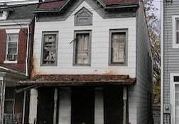 Blighted property at 1648 U Street SE (Courtesy of urbanturf.com)