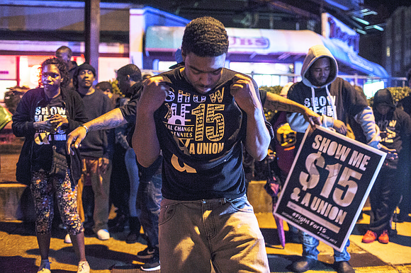 Activists pushing for higher wages at fast-food restaurants have settled a lawsuit that claimed police in Memphis, Tennessee, threatened protesters ...