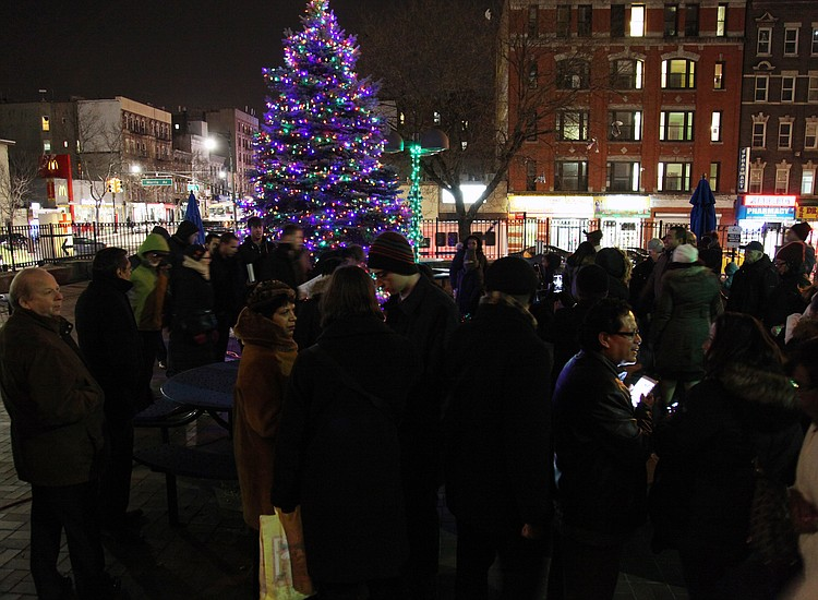 Tree Lights On University Avenue Are >> Lincoln S First Tree Lighting New York Amsterdam News The New