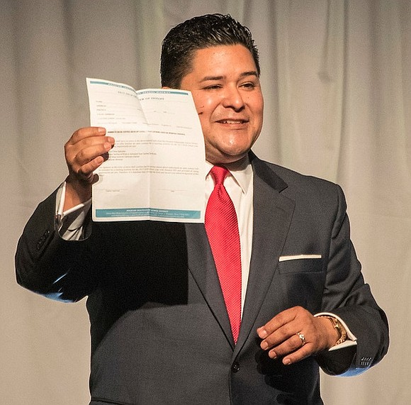 Speaking before a sold-out crowd, HISD Superintendent Richard Carranza and HISD Board of Education President Wanda Adams urged business professionals ...