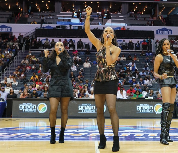 R&B group En Vogue performs during the championship game last Saturday.