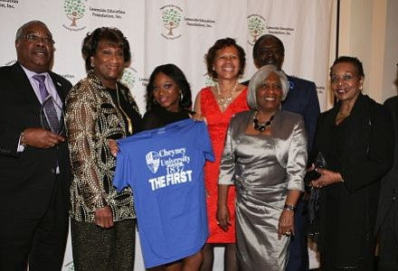 Naturi Naughton poses with Cheyney University Alumni. -- Photo by April A. Ward