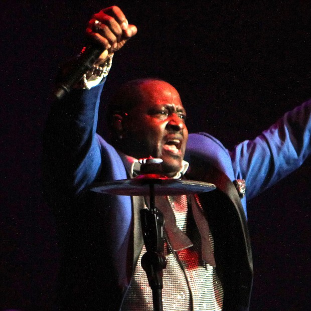 Johnny Gill acknowledges the support of the FedExForum crowd. (Photo: Warren Roseborough)