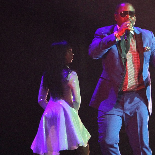 Johnny Gill works the stage with his backup singers. (Photo: Warren Roseborough)