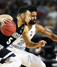 Gonzaga's Nigel Williams-Goss drives against North Carolina's Joel Berry II in the finals of the Final Four NCAA college basketball tournament, Monday in Glendale, Ariz. (AP photo)
