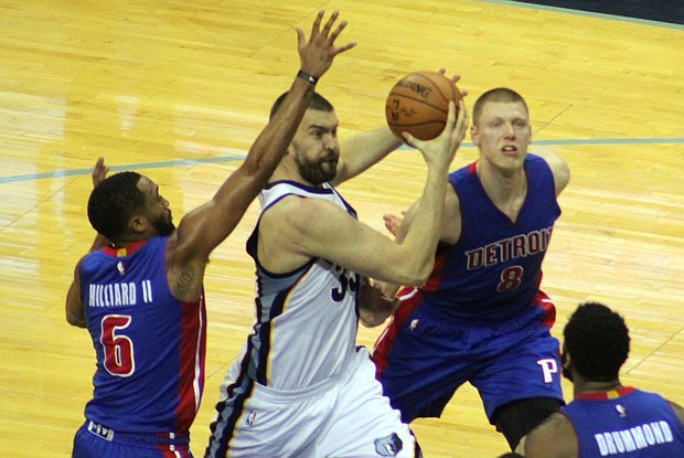 Marc Gasol drives to the basket during the Grizzlies loss to the Detroit Pistons on April 9.