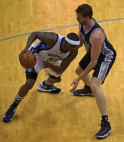 """Pau (Gasol) please, you can't guard me,"" is what the move by Zach Randolph is signaling to his former Grizzlies teammate. (Photo: (Karanja A. Ajanaku)"