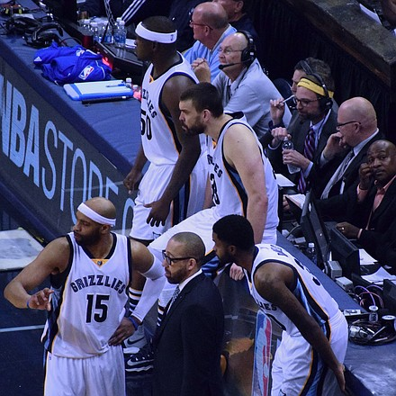 Head Coach David Fizdale and the next wave of Grizzlies take advantage of a play-review break. (Photo: Karanja A. Ajanaku)