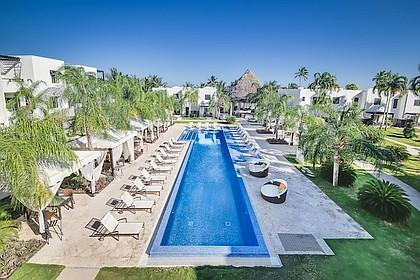 Las Terrazas Resort infinity pool
