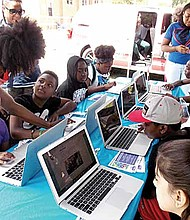 'Get Set for Summer,' will have over 5,000 in-person and online citywide summer learning opportunities available to youth in the upcoming months. Photo Credit: Chicago City of Learning (CCOL)