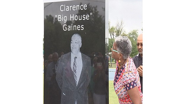 "Paducah, Ky., has paid tribute to a famous native son, the late Clarence ""Big House"" Gaines. A monument of Mr. ..."
