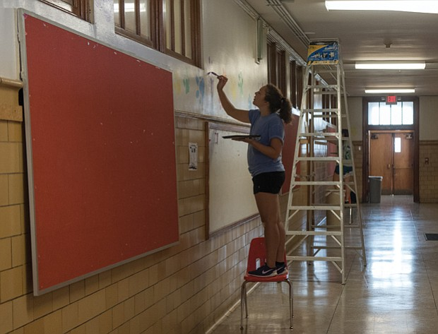 Fresh look for the new year // Volunteers work to brighten the halls in the building that is more than 100 years old.