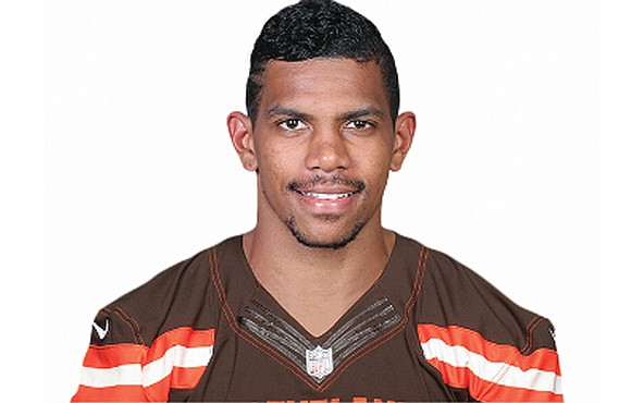 Terrelle Pryor first earned national football stardom throwing passes. Now he specializes in catching them. Pryor is the latest example ...
