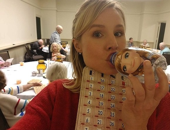 Kristen Bell was stuck in Florida over the weekend and helped brighten the day for a group of Hurricane Irma ...