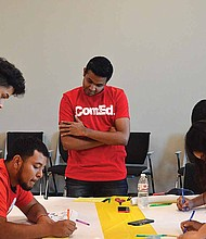In honor of Hispanic Heritage Month, CommonWealth Edison Company (ComEd) Solar Spotlight program recently hosted an event where 50 Latino students had the opportunity to incorporate fashion and solar