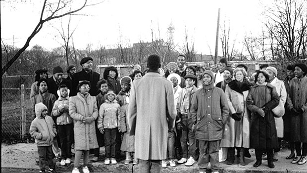 """A neighborhood choir sings during a 1986 Say Brother broadcast titled """"The Nine Voices of Christmas."""""""