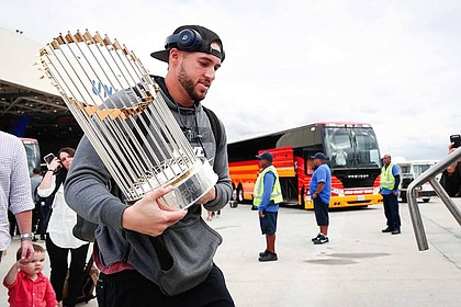 The MVP, George Springer, bringing the Commissioner's Trophy home to Houston./Houston Astros' Facebook