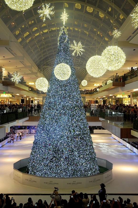 the galleria host tree lighting ice show on saturday november