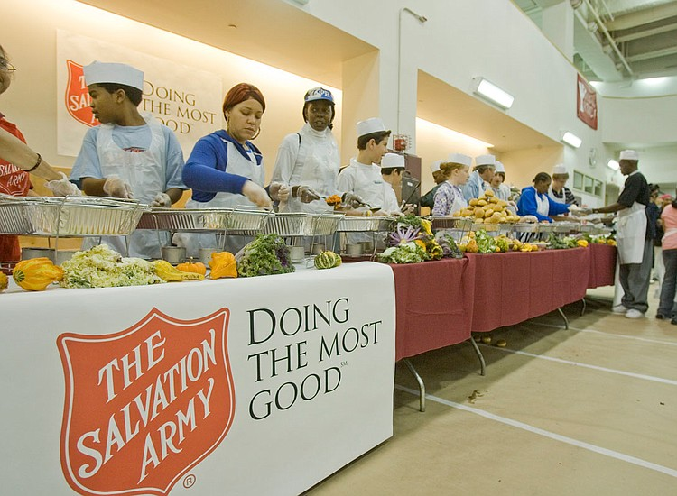 Salvation army to serve 1 000 at thanksgiving dinner new for Thanksgiving dinner with all the trimmings
