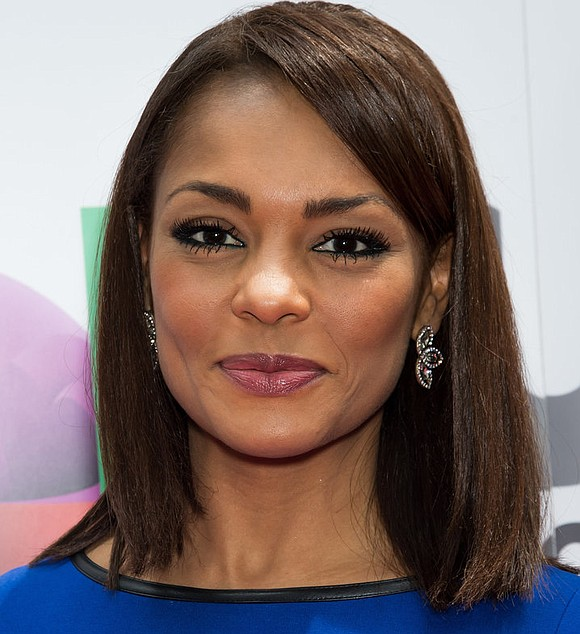 "Broadcast journalist Ilia Calderón will be replacing María Elena Salinas as co-anchor of ""Noticiero Univision,"" the Spanish language network's early ..."