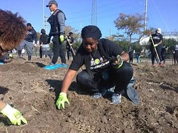 PVAMU students participating in the Toyota Green Initiative campaign